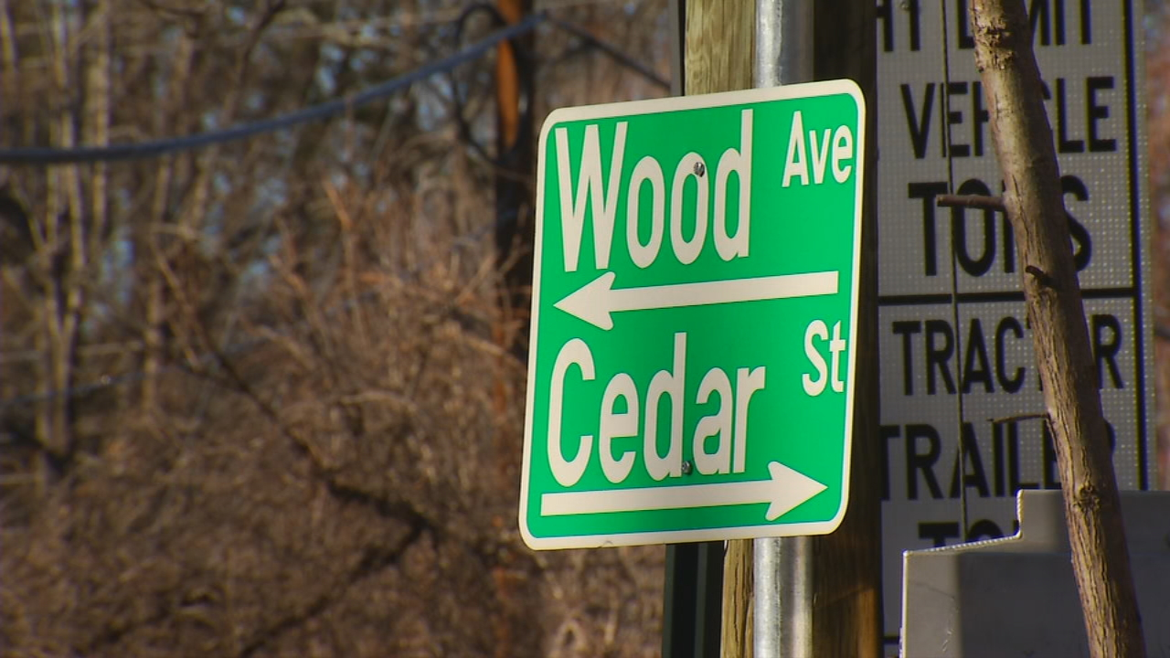 The traffic lights and the single lane across the bridge on Cedar Street in the Oakley community began some time before November. The city made the traffic pattern change to allow for repairs that are taking longer than expected. (Photo credit: WLOS staff)