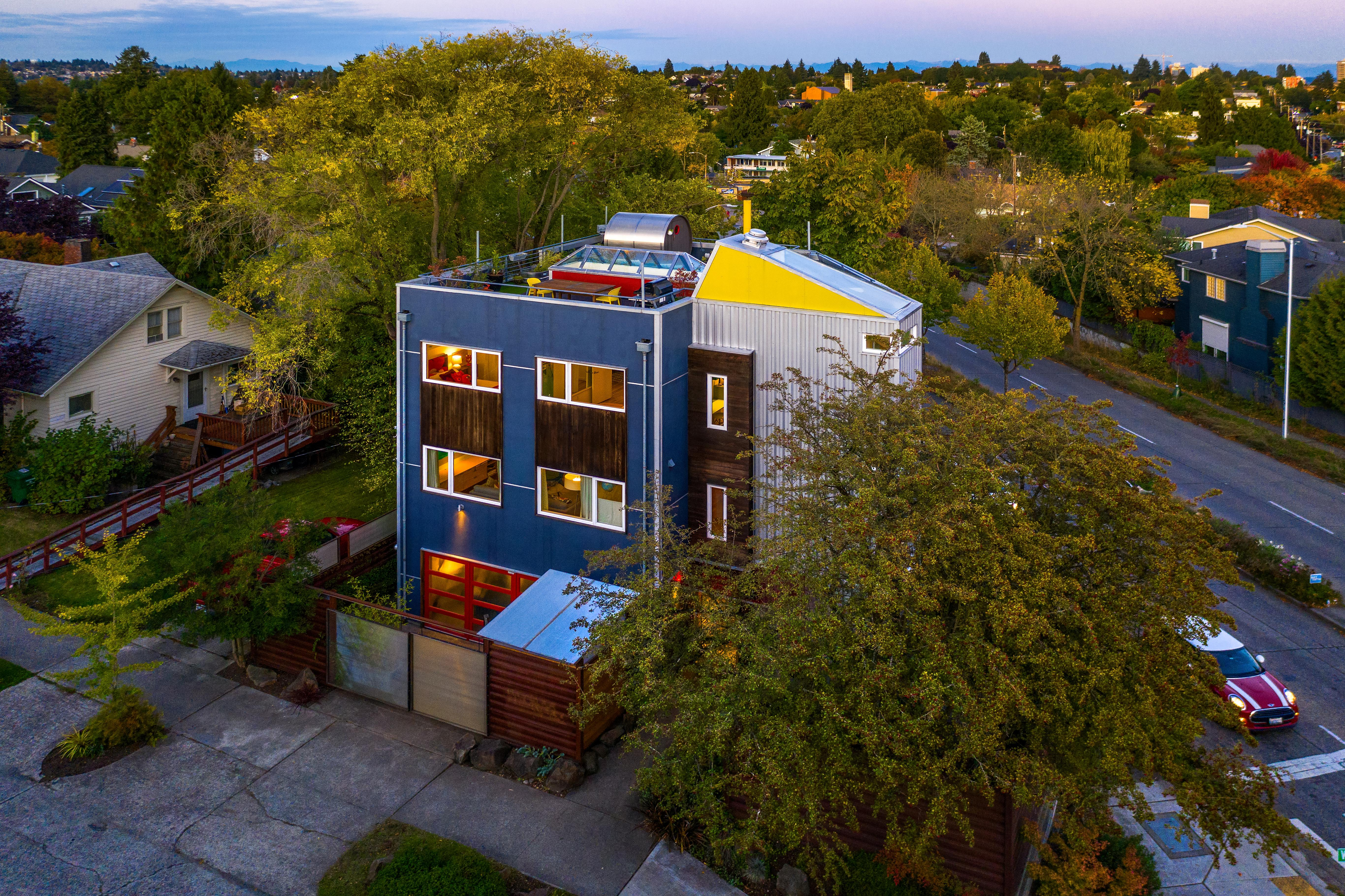 "Luxury homes are a dime a dozen in Seattle but the thing that sold us on this one - was the sauna on the roof.{&nbsp;}<a  href=""https://www.windermere.com/listing/WA/Seattle/4606-Whitman-Ave-N-98103/100922959"" target=""_blank"" title=""https://www.windermere.com/listing/WA/Seattle/4606-Whitman-Ave-N-98103/100922959"">Listed by Windermere</a>, this Wallingford home is ""likely the inspiration for what has now become the ubiquitous modern box, the term often imitated yet never duplicated."" The three level home has south-facing views sweeping across Lake Union, to downtown, Elliot Bay and Rainier. Also - the ROOFTOP HOT TUB AND SAUNA. The 2,700 square foot home has 3 beds, 4 baths and is listed for $1,295,000. (Image courtesy of Windermere)"