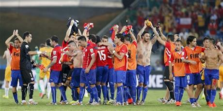 Chilean players celebrate at the end of the group B World Cup soccer match between Chile and Australia in the Arena Pantanal in Cuiaba, Brazil, Friday, June 13, 2014. Chile won the match 3-1.