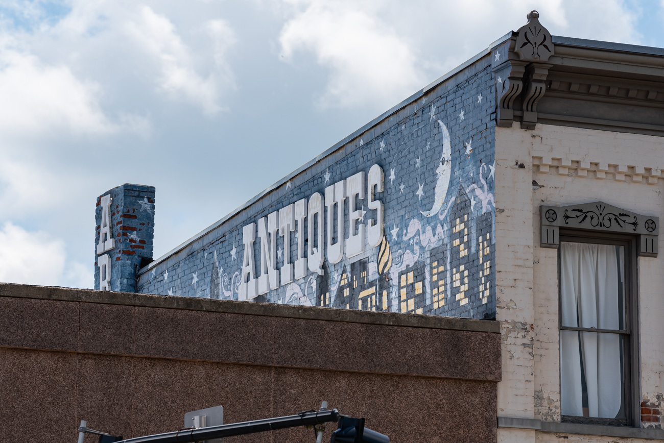 An Antiques sign displayed above Williamstown, KY / Image: Mike Menke // Published: 8.25.20