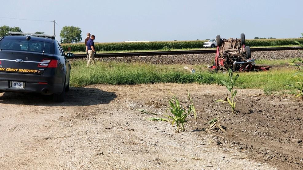 Pickup, train collide at railroad crossing near Wood River | KHGI