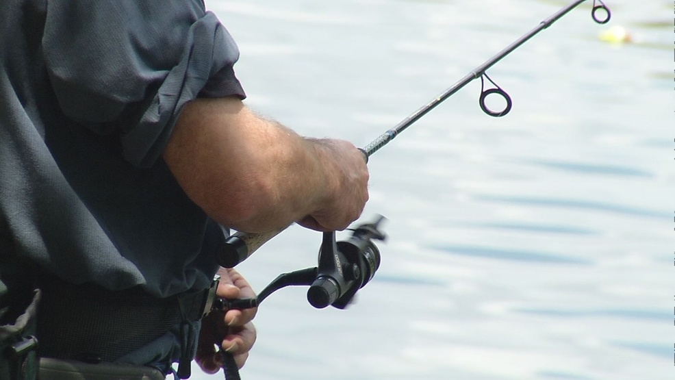 Illinois 2018 fishing licenses go on sale march 1 khqa for Michigan fishing license prices