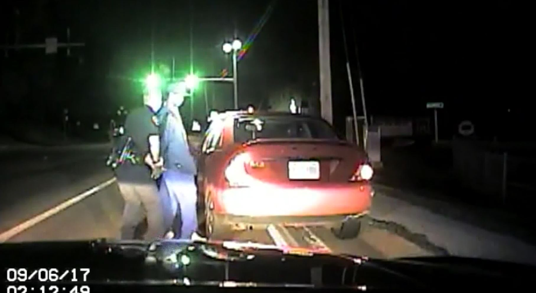 VIDEO: Missouri officer attacked during traffic stop (KTVI, cashcam via CNN Newsource)