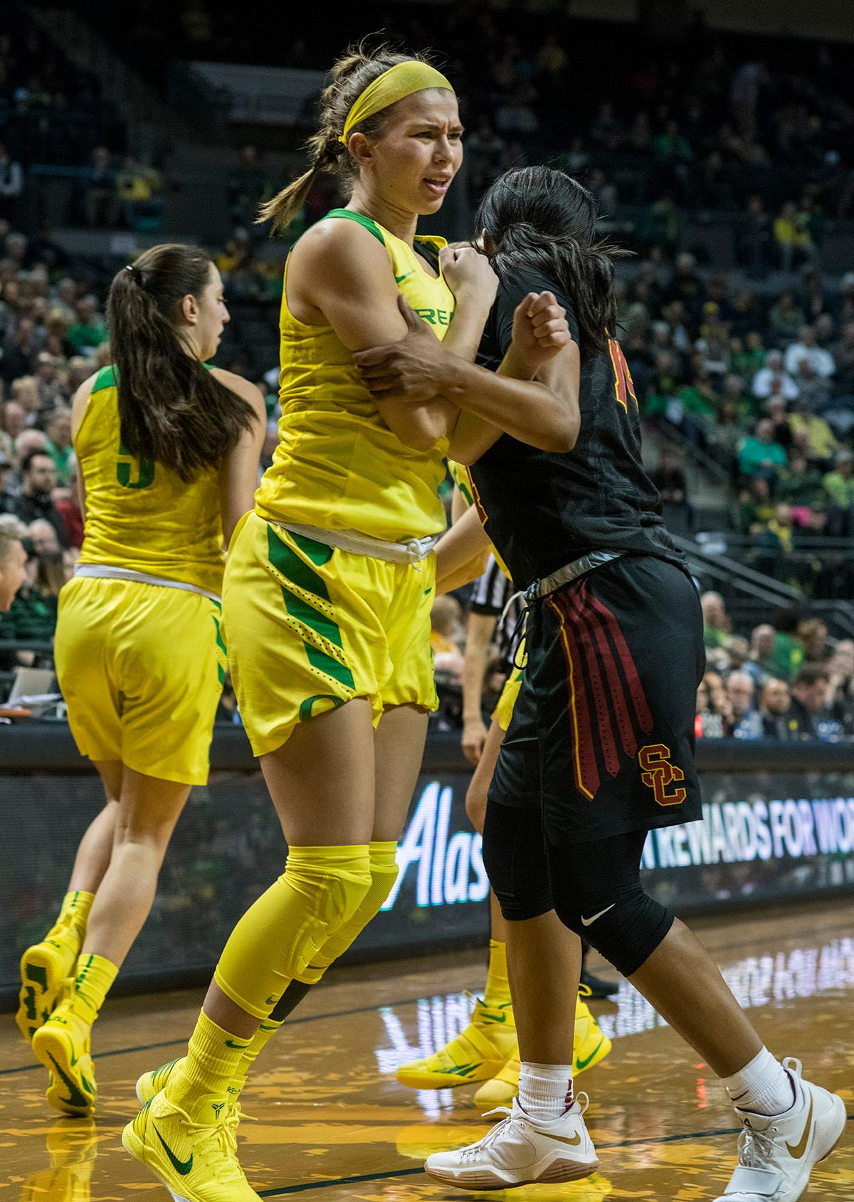 Oregon Ducks Lexi Bando (#10) sets the screen. The Oregon Ducks defeated the USC Trojans 80-74 on Friday at Matthew Knight Arena in a game that went into double overtime. Lexi Bando sealed the Ducks' victory by scoring a three-pointer in the closing of the game. Ruthy Hebard set a new NCAA record of 30 consecutive field goals in three straight games, the old record being 28. Ruthy Hebard got a double-double with 27 points and 10 rebounds, Mallory McGwire also had 10 rebounds. The Ducks had four players in double digits. The Ducks are now 24-4, 13-2 in the Pac-12, and are tied for first with Stanford. Photo By Rhianna Gelhart, Oregon News Lab