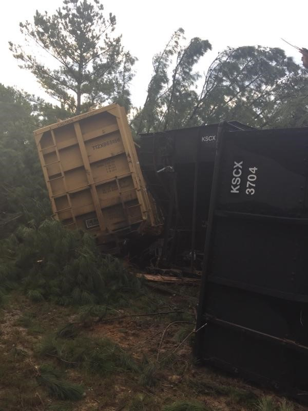 SC train derailment spills nearly 1,500 gallons of fuel near US 601. (Lugoff Fire Department)