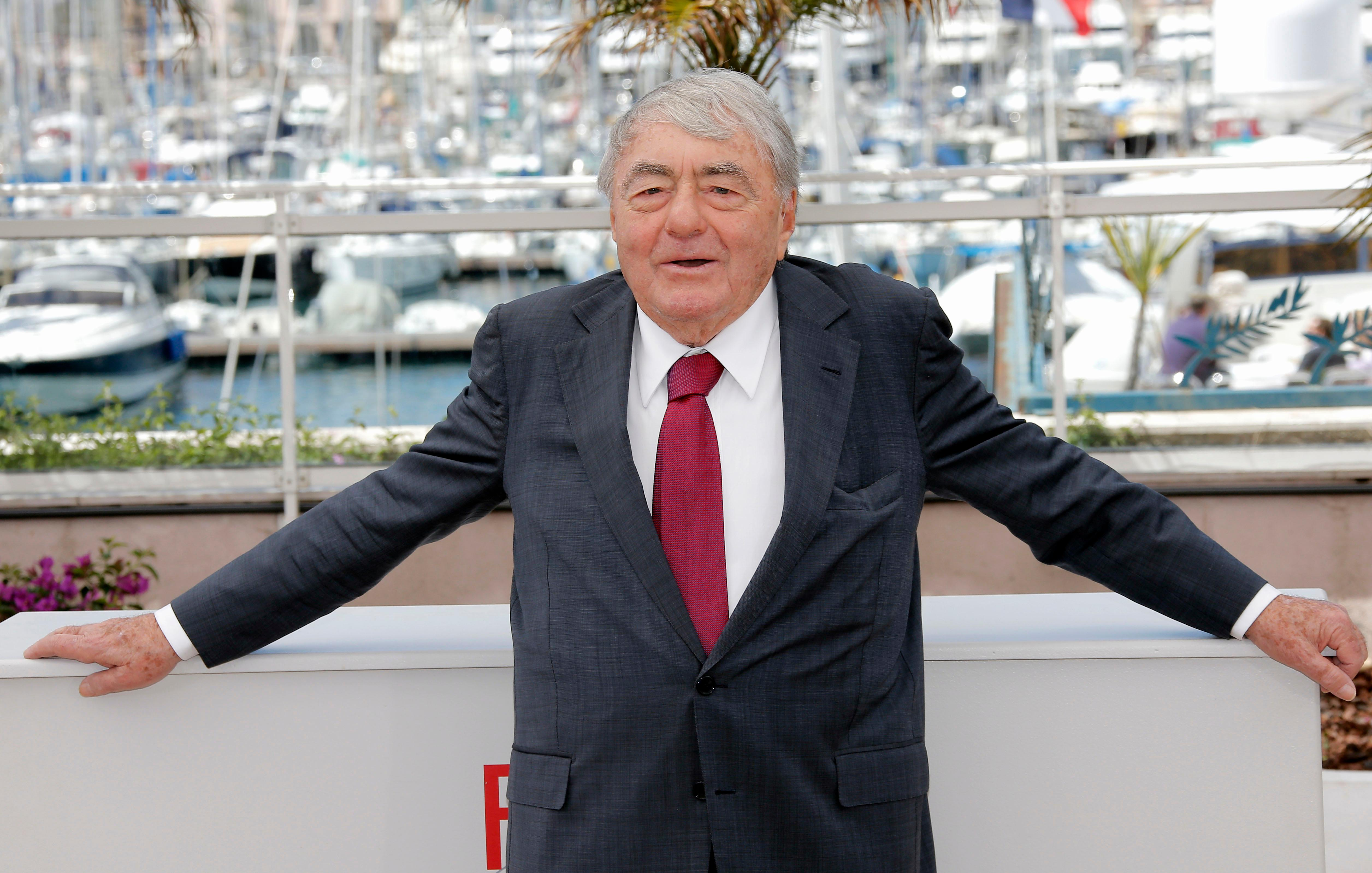 FILE - In this May 19, 2013 French film director Claude Lanzmann poses for photographers during a photo call for the film Le Dernier des Injustes. (AP Photo/Lionel Cironneau, File)