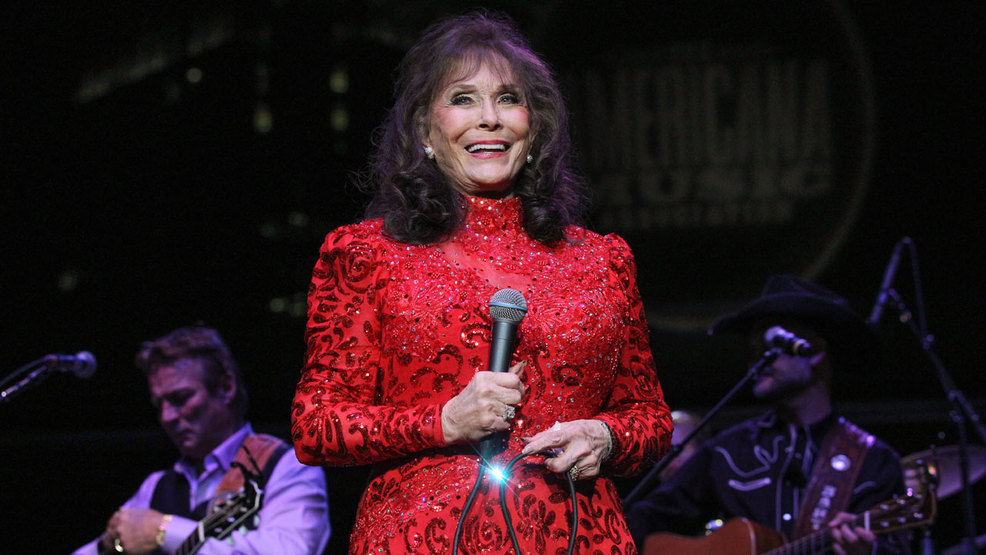 loretta-lynn-september-2015-2875859-ver1-0.jpg