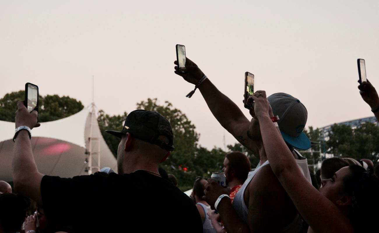 Phones out for Post Malone's performance on Sunday, June 3 / Image: Leah Zipperstein, Cincinnati Refined // Published: 6.4.18