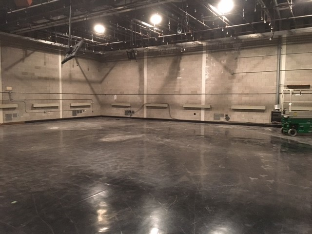 The first step was completely clearing the studio &amp;amp; redoing the floors. It took 8 days to dismantle the old set, and crews filled 6 dumpsters with waste (WSYX/WTTE)<p></p>