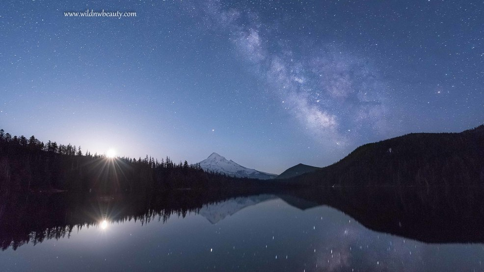 Moon and Milky Way Galaxy pair together for stunning time lapse video