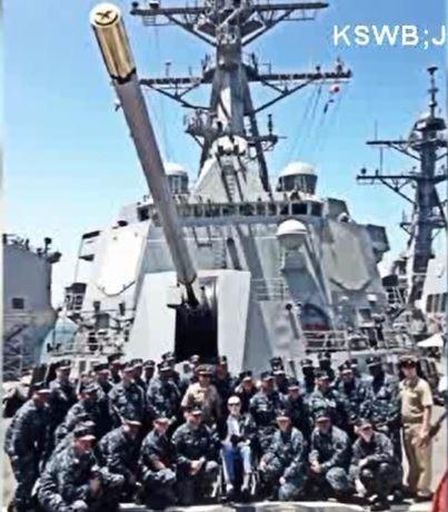 Instead, about 40 or 50 sailors were there just waiting to say hi and thank him for his service.