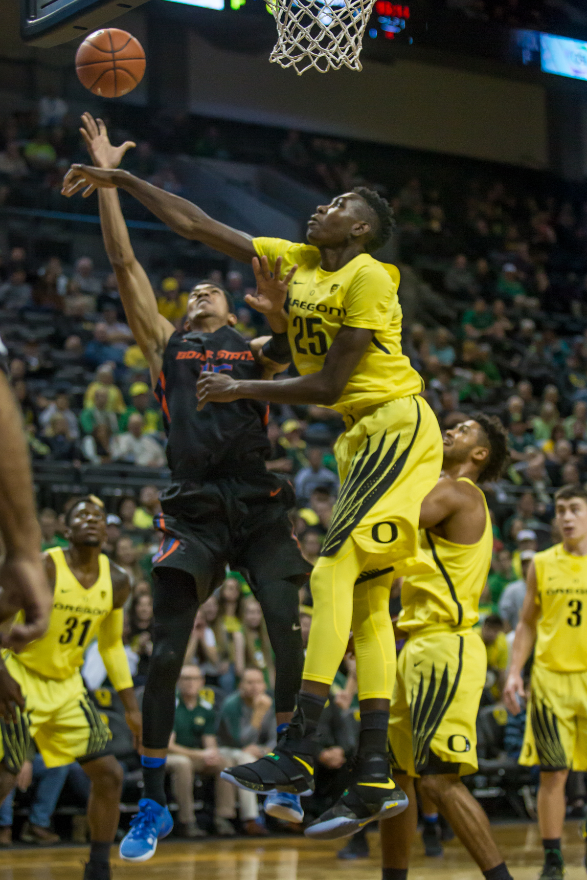Oregon forward Chris Boucher (#25) blocks Boise State guard Chandler Hutchinson (#15). After trailing for most of the game, the Oregon Ducks defeated the Boise State Broncos 68-63. Photo by Dillon Vibes