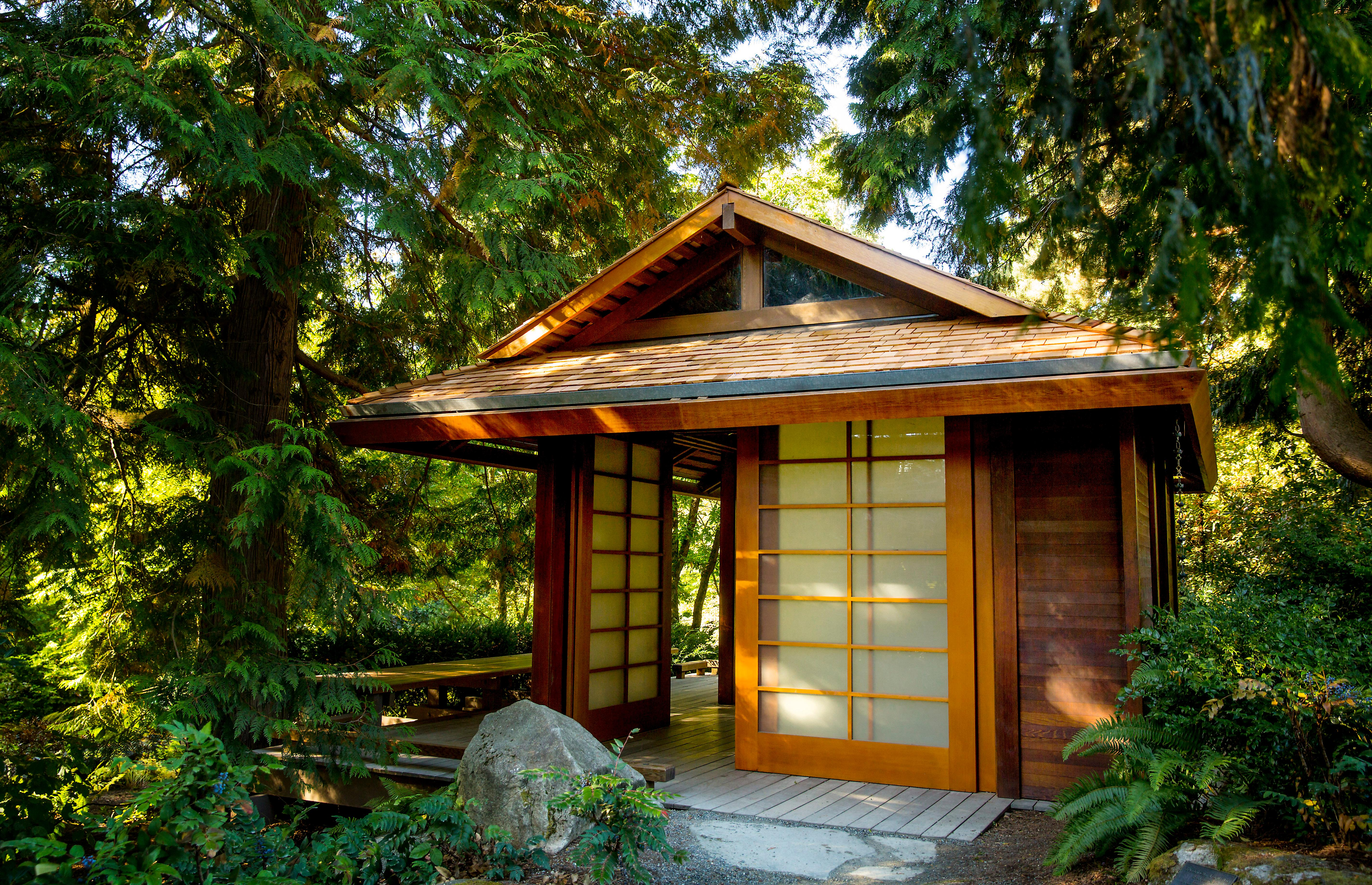 The Bellevue Botanical Garden is an urban refuge, encompassing 53-acres of cultivated gardens, restored woodlands, and natural wetlands. The living collections showcase plants that thrive in the Pacific Northwest. AND, it's one of the most beautiful places to take in the autumn colors in the PNW. (Image: Sy Bean / Seattle Refined)