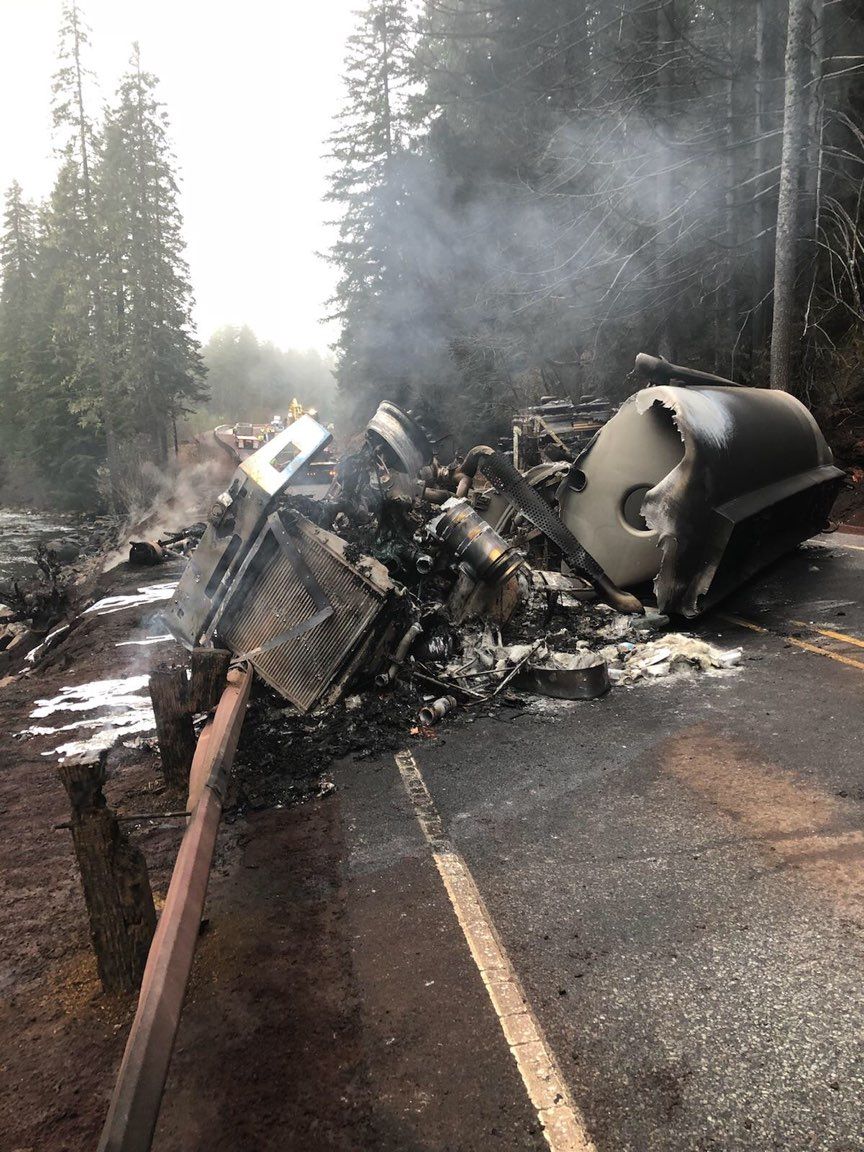 <h2>Fuel truck crashes on icy Oregon highway, killing driver and setting brush on fire</h2>