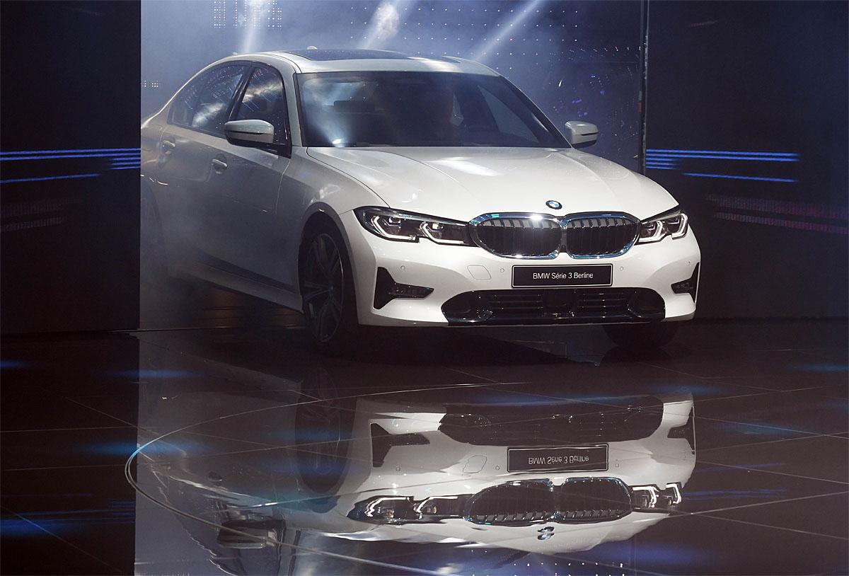 02 October 2018, France, Paris: The new BMW 3 Series will be presented at the Paris International Motor Show on the 1st press day. From 02.10. to 03.10.2018 the press days will take place at the Paris Motor Show. It will then be open to the public from 04.10. to 14. October. Photo: Uli Deck/dpaWhere: Paris, Île-de-France, FranceWhen: 02 Oct 2018Credit: Uli Deck/picture-alliance/Cover Images