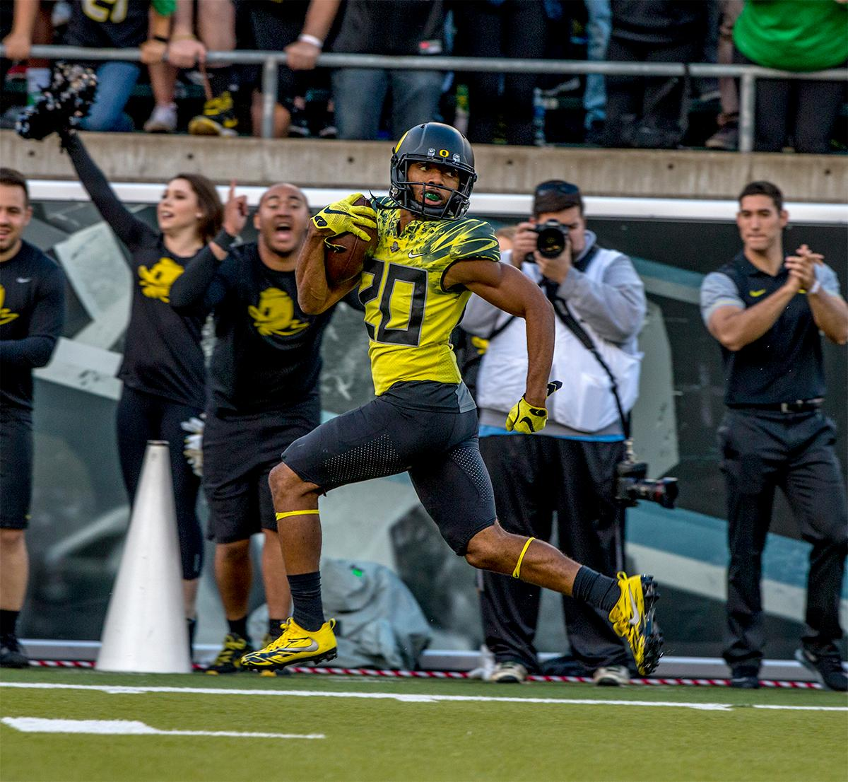 The Duck's Tony Brooks-James (#20) ensures his path is clear as he runs the ball in for a touchdown. The Oregon Ducks broke their losing streak by defeating the ASU Sun Devils on Saturday 54-35. Photo by August Frank, Oregon News Lab