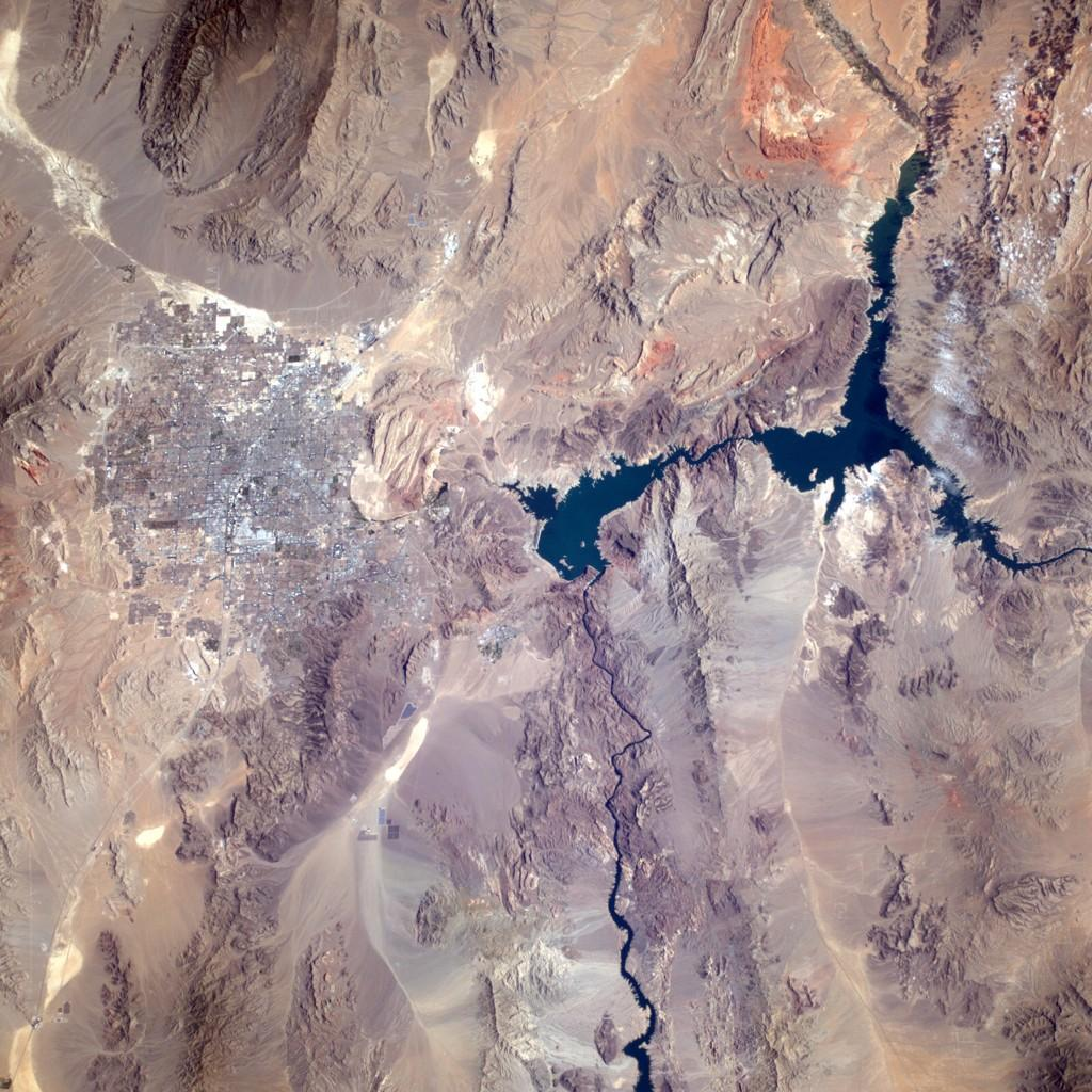 The Hoover dam and Vegas are far more spectacular when viewed from 5?10?? high (Photo & Caption: Reid Wiseman, NASA)