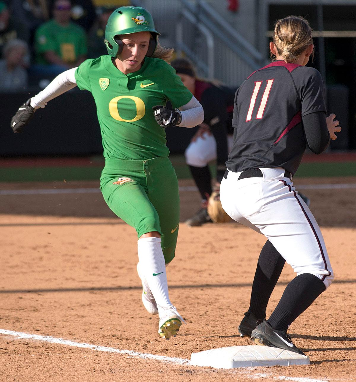Oregon Ducks left fielder Alexis Mack (#10) runs to first base. The No. 5 Oregon Ducks defeated the No. 2 Florida State Seminoles in both games of the doubleheader (11-0, 3-1) on Saturday afternoon. This sweep of the first two rounds of the postseason happened in front of a soldout crowd of 2,517 at Jane Sanders Stadium. Photo by Cheyenne Thorpe, Oregon News Lab