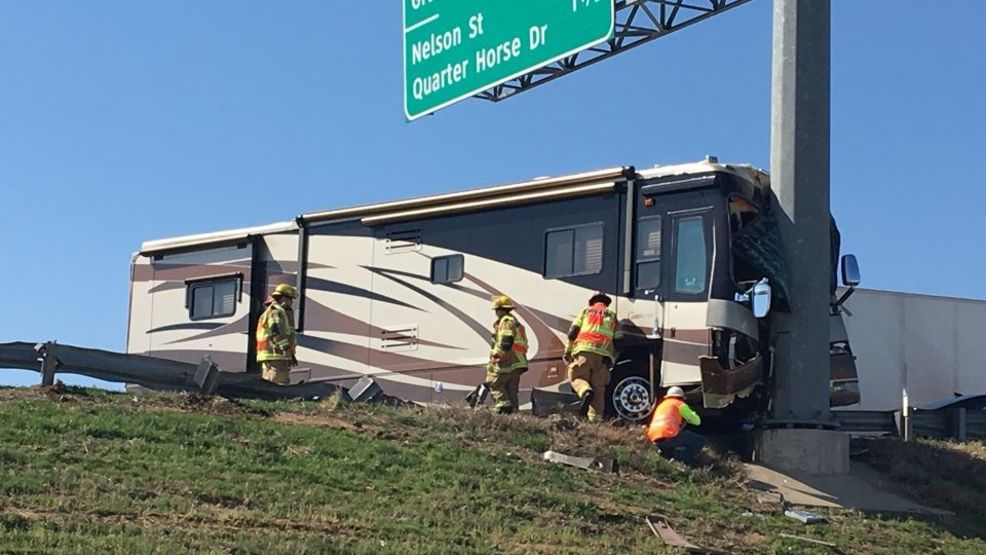 Crash involving semi, RV blocking traffic on I-40 west near