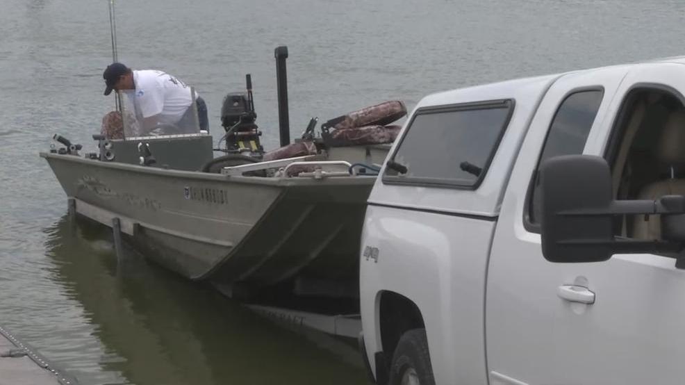Boaters businesses anxiously await buckeye lake dam for Buckeye lake fishing