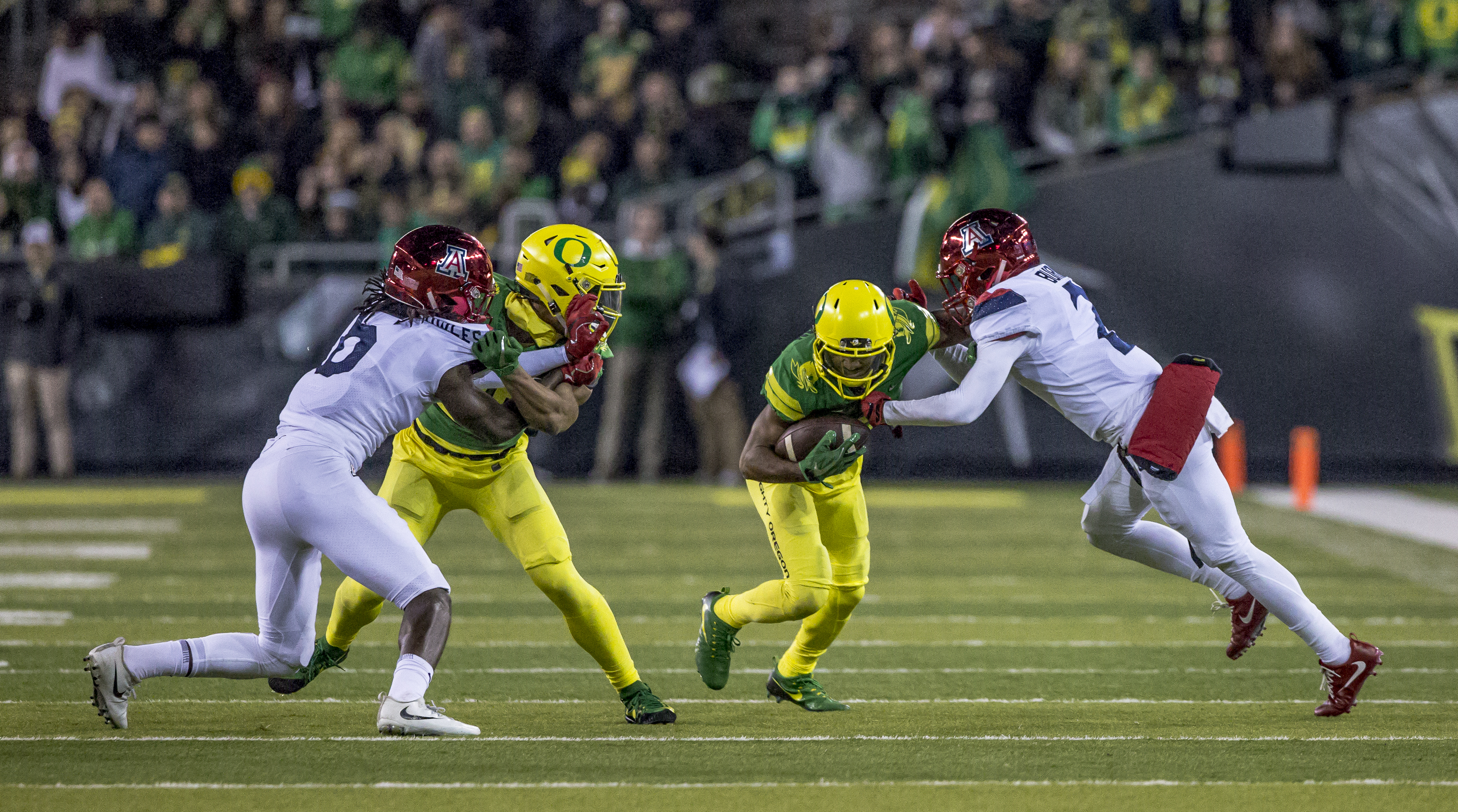 Oregon wide receiver Charles Nelson (#6) breaks runs past the Arizona defense. The Oregon Ducks lead the Arizona Wildcats 28 to 21 at the end of the first half at Autzen Stadium on Saturday, November 18, 2017. Photo by Ben Lonergan, Oregon News Lab