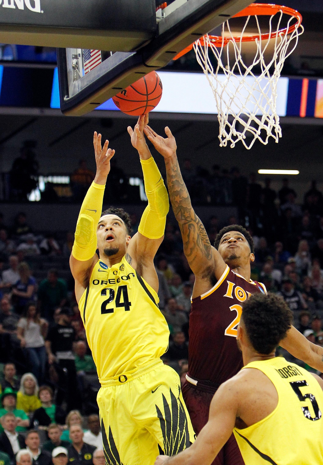 Oregon forward Dillon Brooks, left, and Iona forward Jordan Washington, right, battle for a rebound during the first half of a first-round game in the men's NCAA college basketball tournament in Sacramento, Calif., Friday, March 17, 2017. (AP Photo/Steve Yeater)