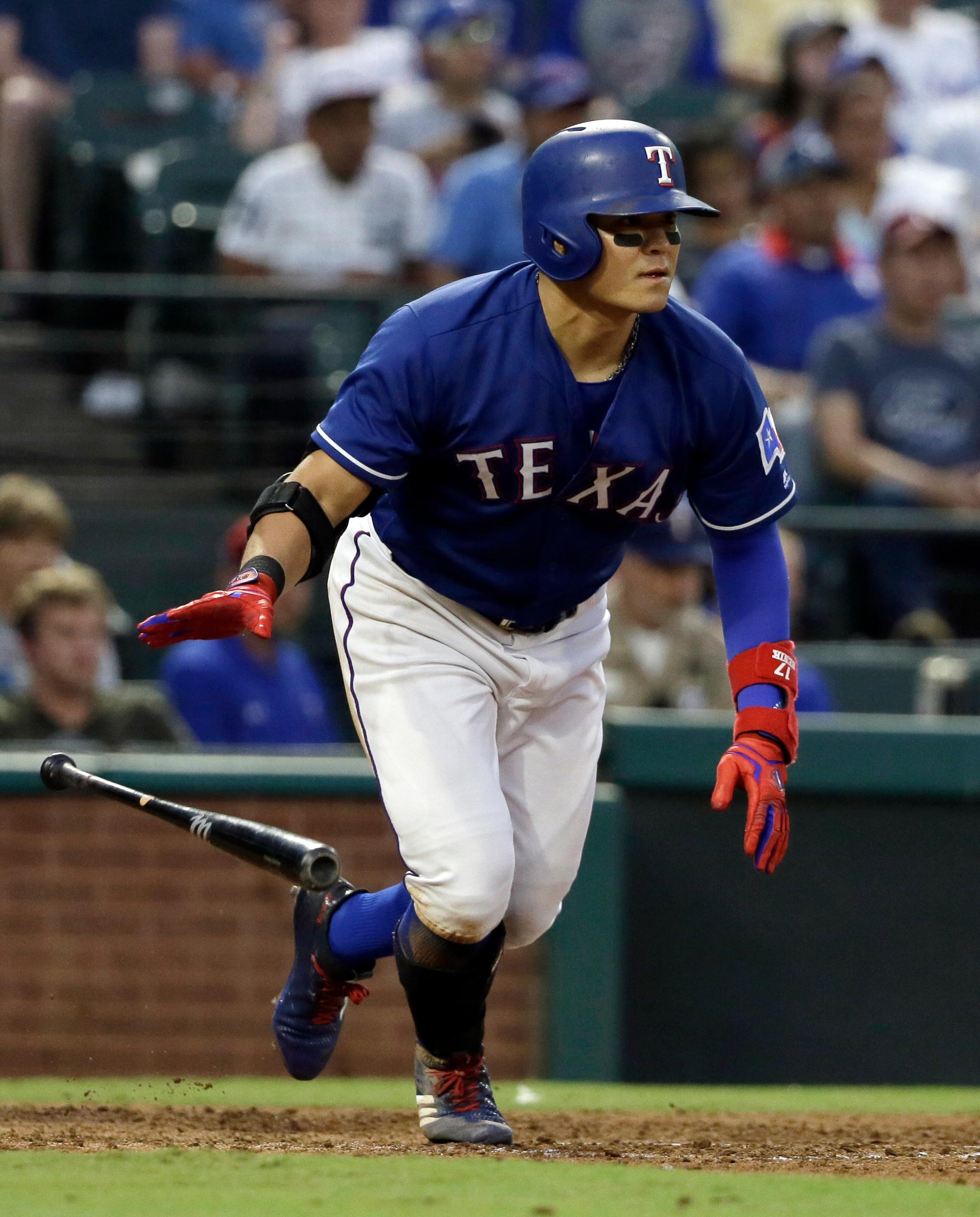 Texas Rangers' Shin-Soo Choo sprints to first after hitting a single to right off of Seattle Mariners starting pitcher Ariel Miranda during the fourth inning of a baseball game, Wednesday, Aug. 2, 2017, in Arlington, Texas. (AP Photo/Tony Gutierrez)