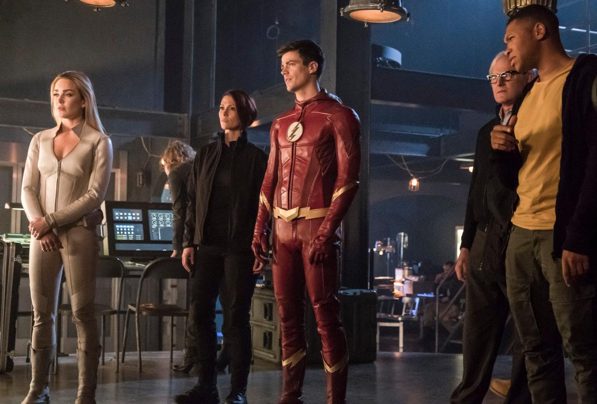 "The Flash -- ""Crisis on Earth -- X, Part 3 -- Image Number: FLA408c_0026b.jpg -- Pictured (L-R): Caity Lotz as Sara Lance/White Canary, Chyler Leigh as Alex Danvers, Grant Gustin as Barry Allen/The Flash, Victor Garber as Professor Martin Stein and Franz Drameh as Jefferson ""Jax"" Jackson -- Photo: Katie Yu/The CW -- �© 2017 The CW Network, LLC. All rights reserved"
