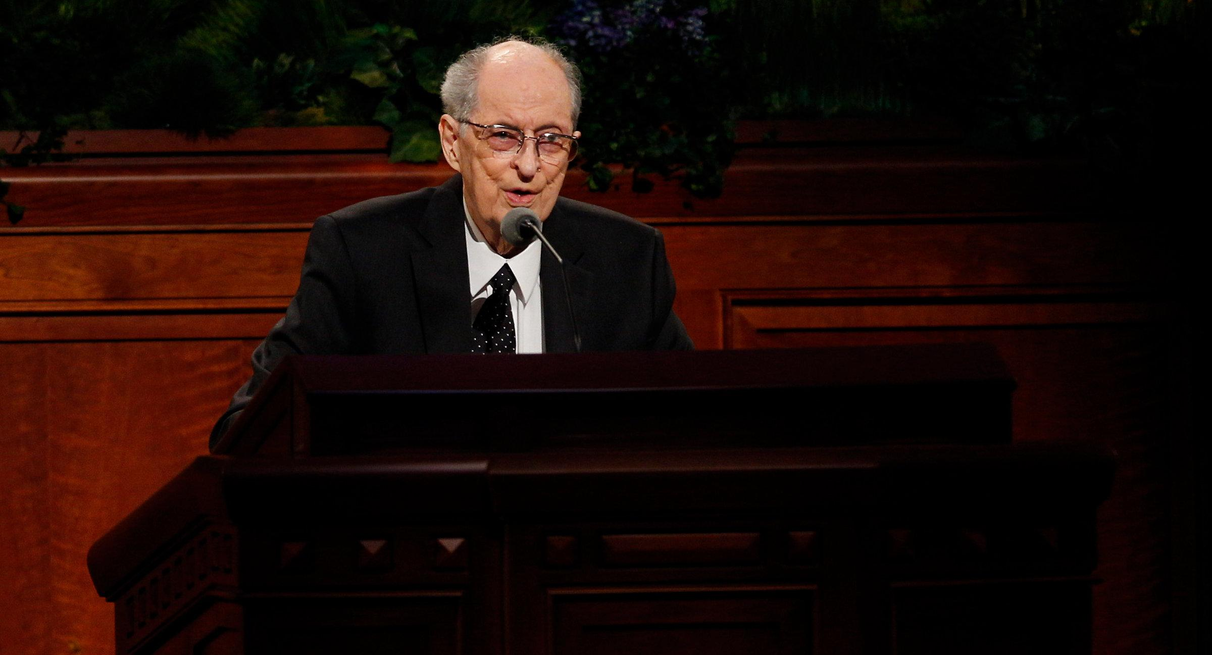 Elder Robert D. Hales speaking in 2015 (Photo: LDS church, Copyright Intellectual Reserve, Inc.)