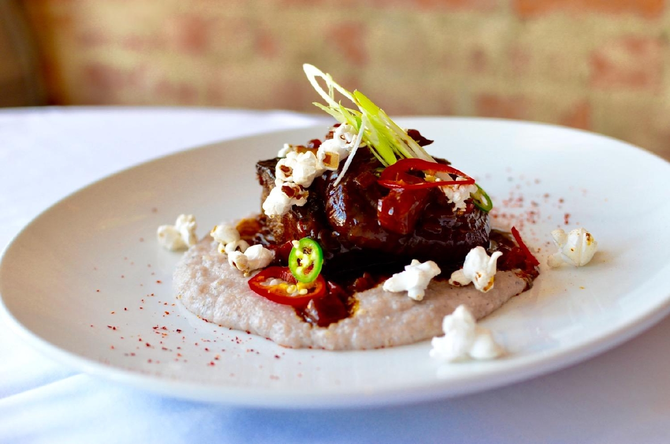 Short Rib: Hopi blue polenta, Bermuda onion, red bell pepper pineapple, heirloom popcorn, pimiento de espellette / Image: Leah Zipperstein, Cincinnati Refined