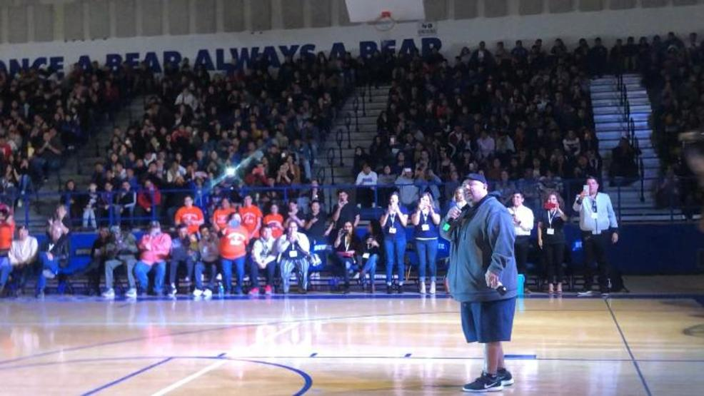 Fluffy Stops By An El Paso High School To Encourage Students Kfox