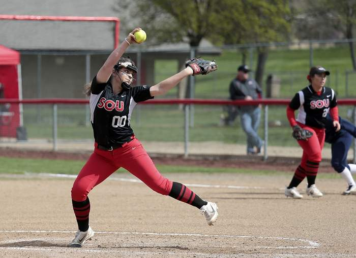 Southern Oregon University vs. Northwest Christian University. [PHOTOS BY: LARRY STAUTH JR]