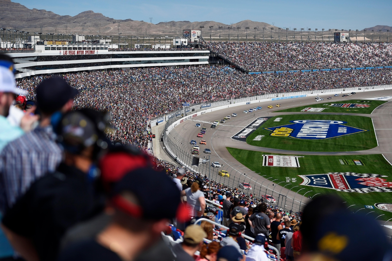 The field heads toward turn one during the Monster Energy NASCAR Cup Series Kobalt 400 Sunday, March 12, 2017, at the Las Vegas Motor Speedway. (Sam Morris/Las Vegas News Bureau)