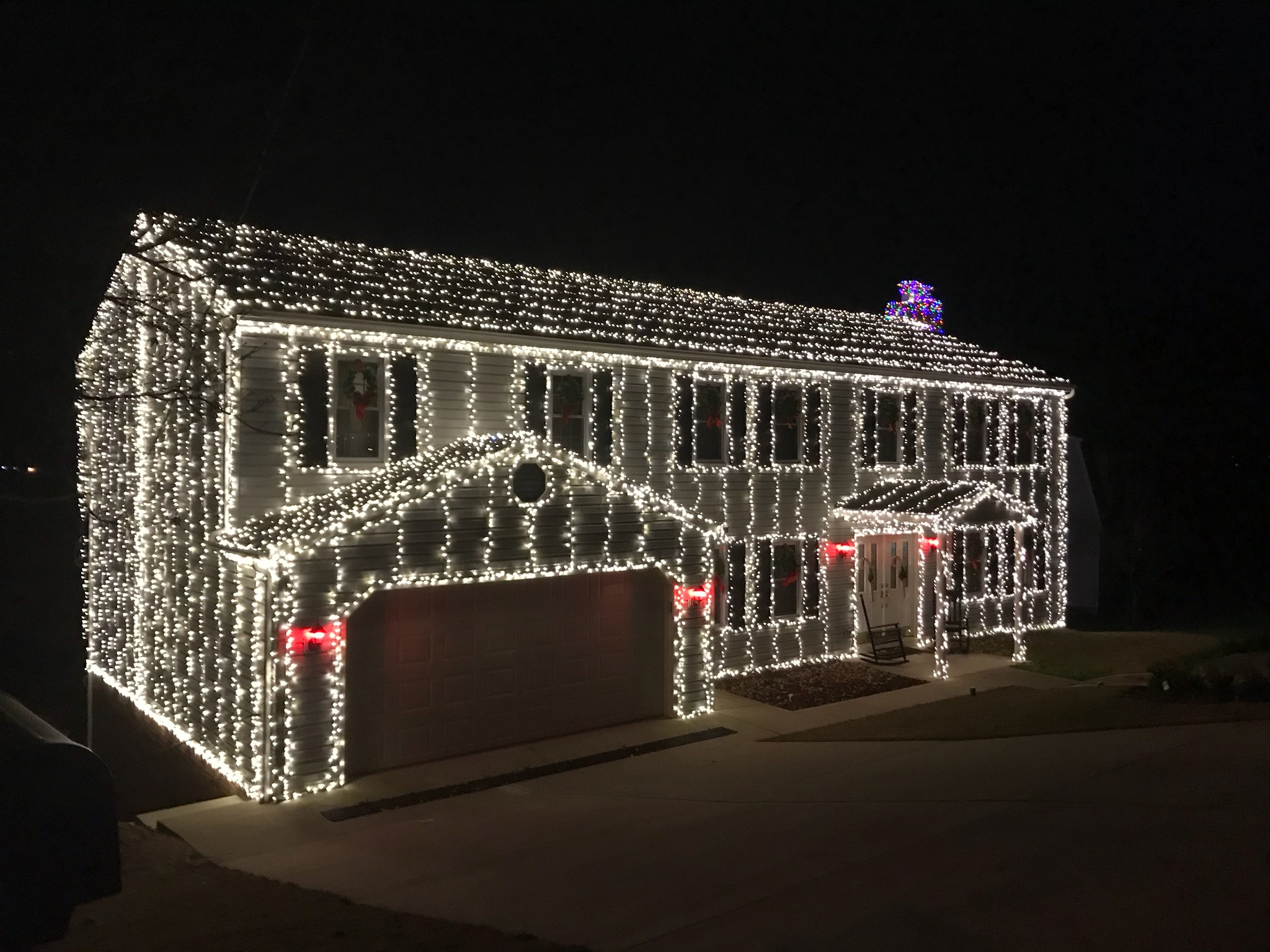 <p>More than 25,000 Christmas lights light up this home in Charleston. (WCHS/WVAH)</p>