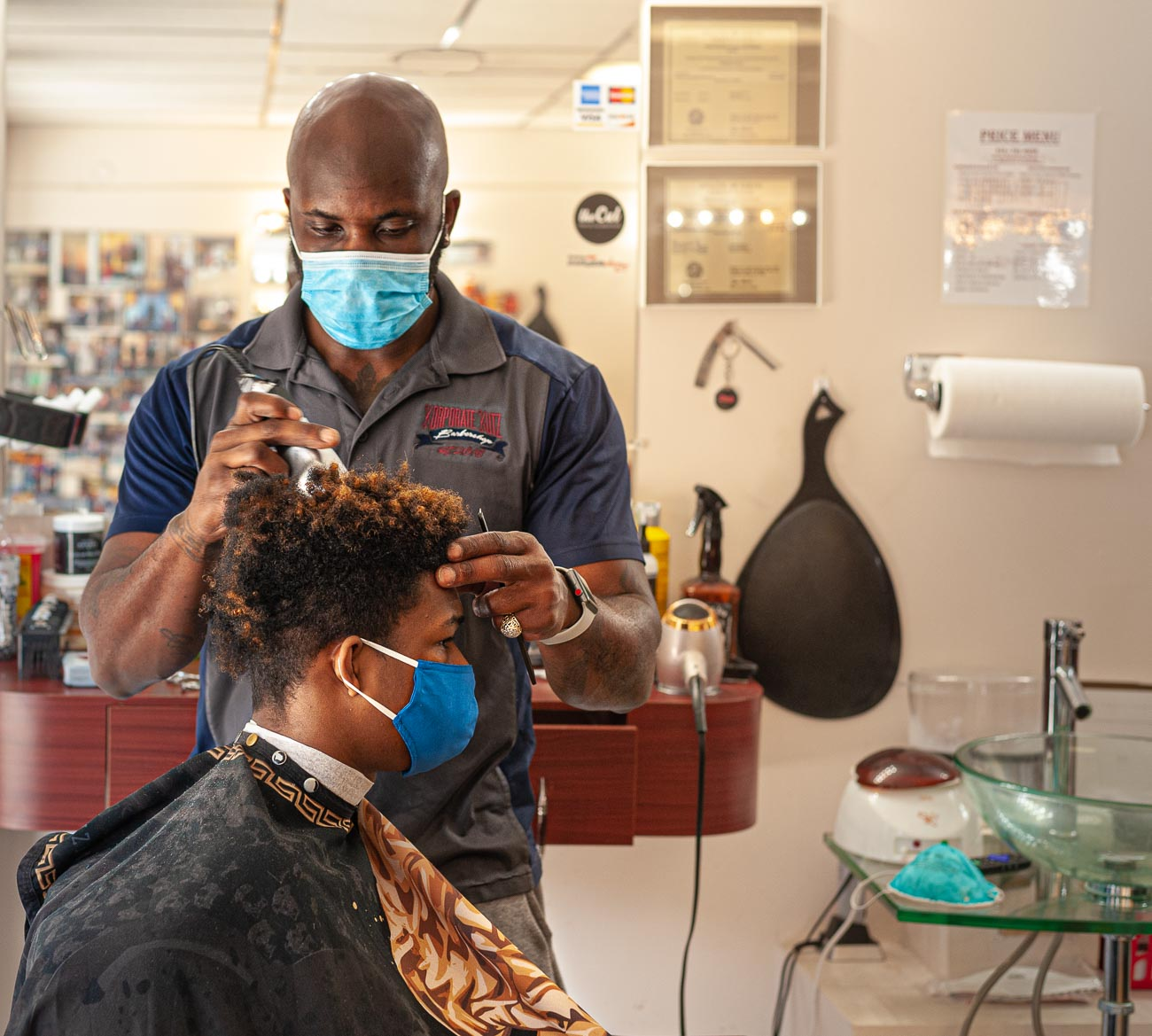 Owner Charles Steele Jr. giving Cameron Rodgers a fresh cut to beat the heat,{ }/ Image: Kellie Coleman // Published: 7.29.20