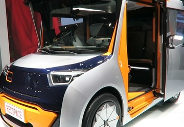 This 'car of the future' transforms into a mobile living room and office