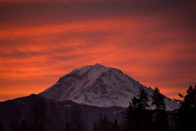 Monday morning sunrise over Mt. Rainier -- (Photo: YouNews contributor: scubadiver)