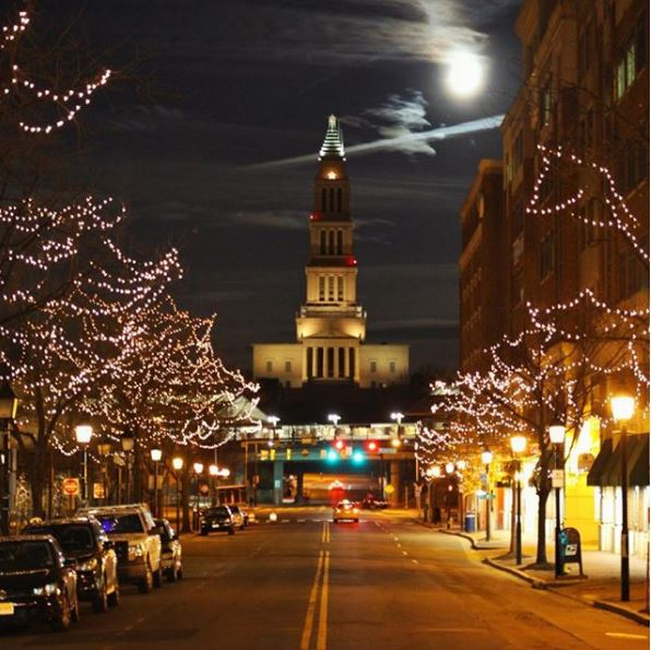 Post: A little supermoon around the hood. (Image: via IG user @miliman12/instagram.com/miliman12/){&amp;nbsp;}<p></p>
