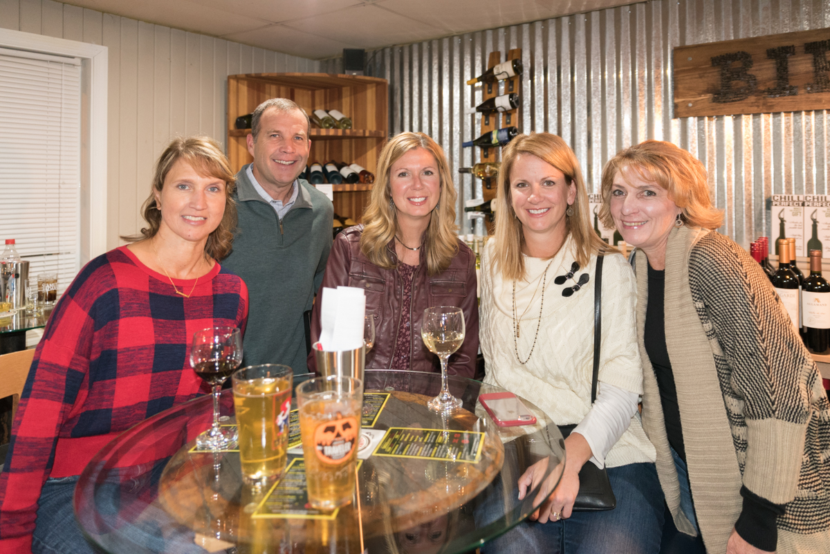 Debbie Meyer, Andy & Susie Paff, Angie Schroeder, and Lisa Weadick / Image: Sherry Lachelle Photography