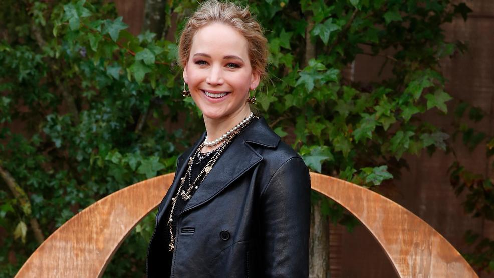 Jennifer Lawrence marries art dealer in Rhode Island