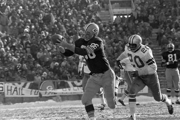 Boyd Dowler (86) of the Green Bay Packers grabs a Bart Starr touchdown pass against Mel Renfro of the Dallas Cowboys during the NFL Championship Game, Dec. 31, 1967, at Lambeau Field. (AP Photo)