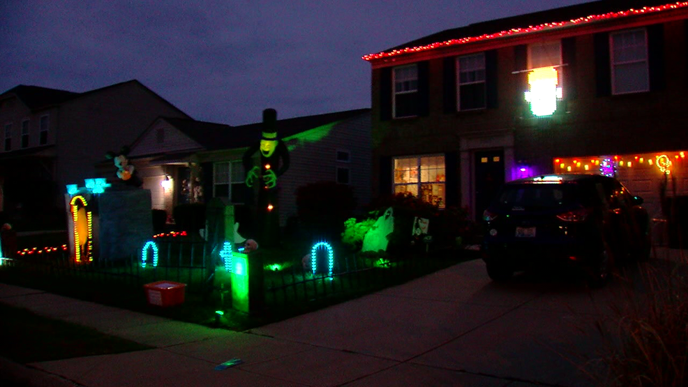 Family sets up free Halloween light show in Florence | WKRC