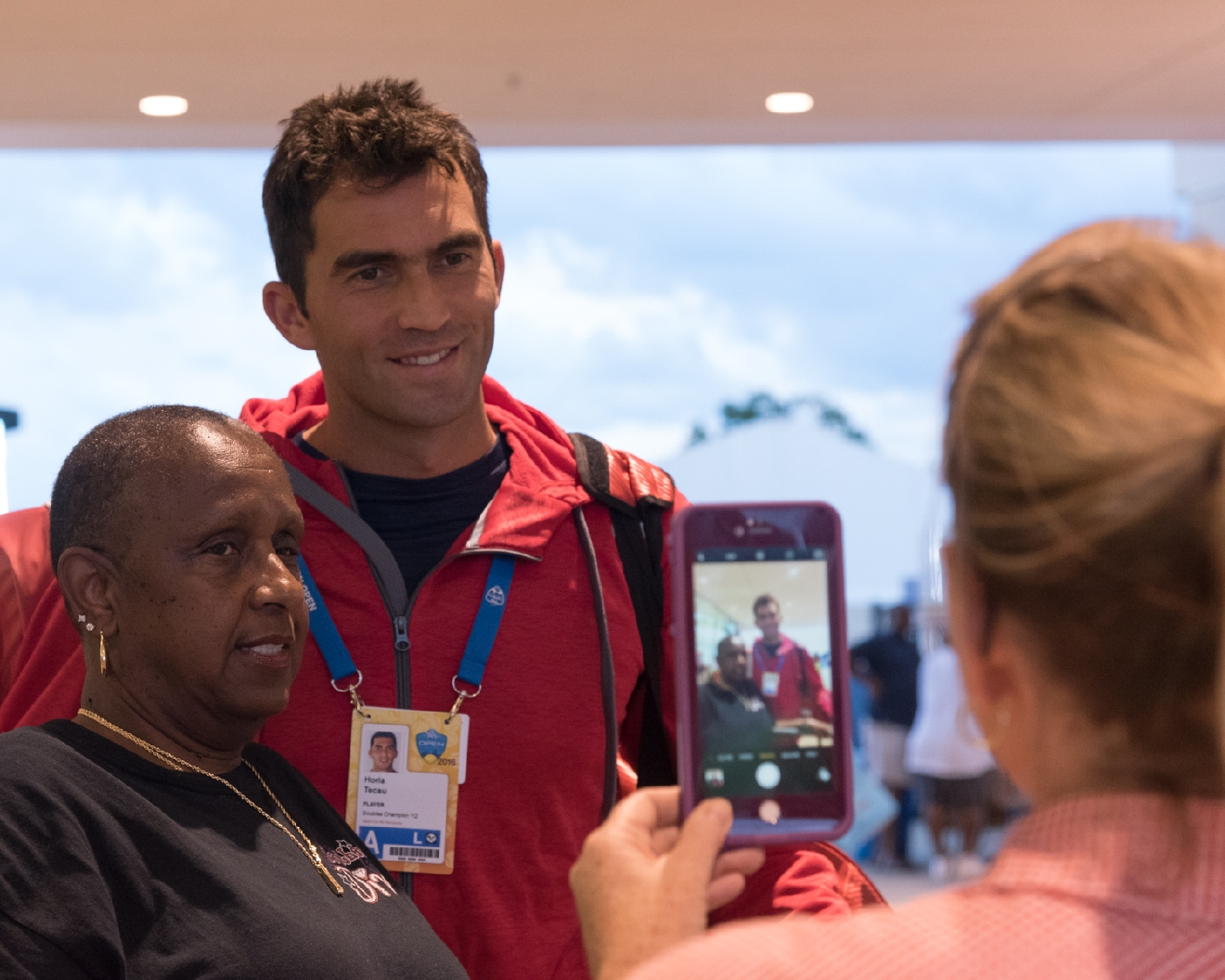 Horia Tecau with a fan / Image: Phil Armstrong, Cincinnati Refined
